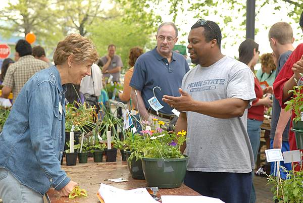 plant sale at the University of Delaware